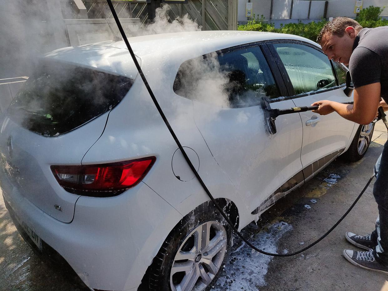 station lavage vehicules legers pulverisation produit nettoyant vapeur eau 0 webpage