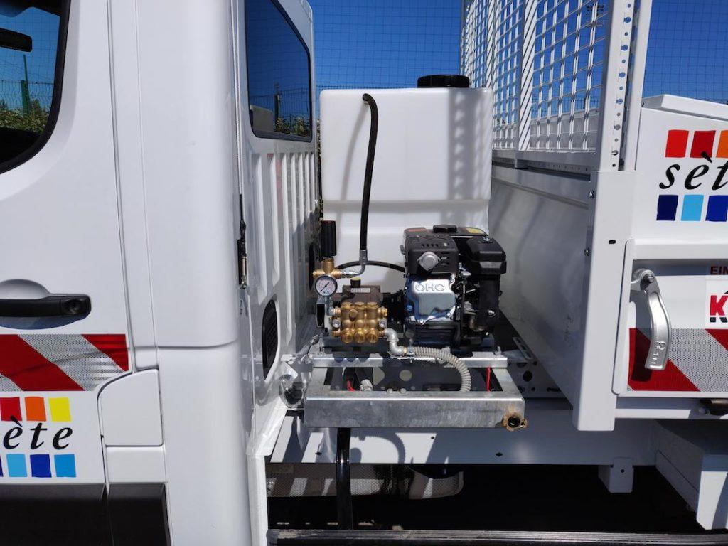 Skid de lavage haute pression PROPRETE+ sur camion plateau, vue latérale